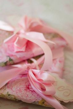 Pretty floral packages tied up in pale pink satin ribbon. Happy Birthday Me, It's Your Birthday, Birthday Wishes, Girl Birthday, Creative Gift Wrapping, Creative Gifts, Wrapping Ideas, Deco Rose, Rosa Pink