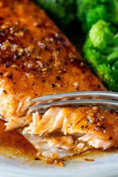 Honey Glazed Salmon Recipe, Maple Glazed Salmon, Baked Salmon Recipes, Seafood Recipes, Dinner Recipes, Cooking Recipes, Healthy Recipes, Salmon With Maple Syrup, Salmon Bites Recipe