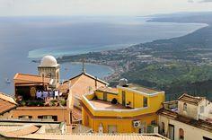 Castelmola et la mer Méditerranée en #Sicile #Sicily