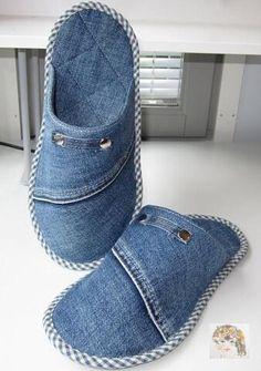 Jean Crafts, Denim Crafts, Upcycled Crafts, Sewing Clothes, Diy Clothes, Sewing Slippers, Slippers Crochet, Artisanats Denim, Denim Skirt
