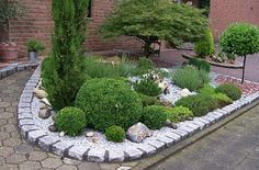 beet mit pflanzen und steinen|beet mit steinen kunstrasen garten