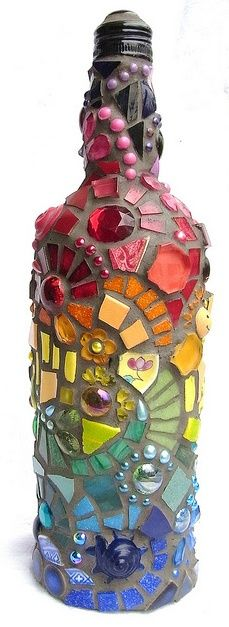 Mosaic a wine bottle, then turn into a table top torch. or just mosaic a wine bottle. Diy Projects To Try, Crafts To Do, Craft Projects, Arts And Crafts, Craft Ideas, Wine Bottle Crafts, Bottle Art, Bottle Torch, Diy Bottle