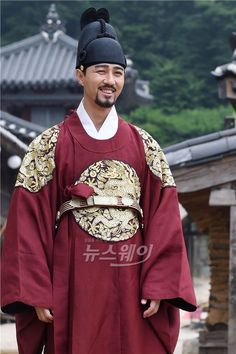 Splendid Politics(Hangul:화정;hanja:華政;RR:Hwajeong) is a 2015South Koreantelevision seriesstarringCha Seung-won,Lee Yeon-hee,Kim Jae-won.It aired onMBC. Prince Gwanghae, son of a concubine, usurps theJoseonthrone from his father King Seonjo's direct bloodline. Gwanghae executes the favored legitimate son, and exiles his half-sister Princess Jeongmyeong. Banished from the palace, Jeongmyeong lives as a commoner disguised as a man while plotting her revenge.  광해 차승원