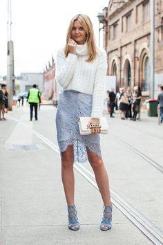 C чем носить голубую юбку? Идеи нарядов от известных модниц и блогеров