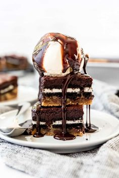 Slutty Brownies are an over-the-top triple decker mashup of chocolate chip cookie dough, double stuff Oreos, and fudgy brownies all in one dessert! This is one dessert that is hard to resist, and you might feel guilty about it afterwards, but you can't help wanting more. #brownies #oreos #chocolatechipcookies #bars #best #homemade #fromscratch #easy #dessert Oreo Bars, Oreo Brownies, Chocolate Chip Cookie Bars, Brownie Bar, Chocolate Brownies, Oreos, Slutty Brownies Recipe Easy, Brownie Recipe Video, Brownie Recipes
