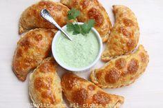 Salsa de yogur con jalapeños y cilantro para servir con las empanadas