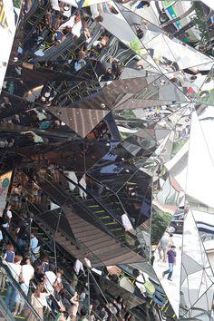 isso é o que eu chamo de caramba. entrada caleidoscópica de shopping em Tokyo..esses japoneses..