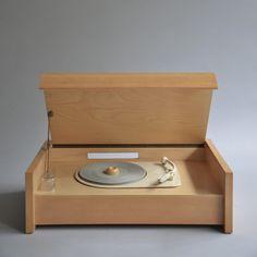 Braun Vorläufermodell von Plattenspieler G 12 V (Aufsatz für Radio G 11), Design: Hans Gugelot/Wilhelm Wagenfeld