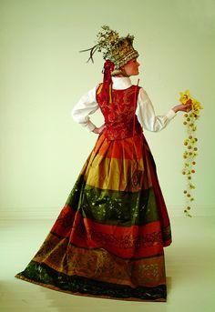 Bunad Norway Folk Film, Color Fashion, Fashion Design, Fantasy Costumes, Bridal Crown, Ethnic Fashion, Homeland, Costume Design, Well Dressed