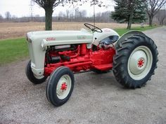 1953 Ford Jubilee Golden Anniversary our very first tractor Antique Tractors, Vintage Tractors, Antique Cars, Tractor Implements, Classic Tractor, Ford Lincoln Mercury, Ford Tractors, Old Farm Equipment, Ford News