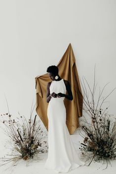 ORGANIC, MINIMAL WEDDING INSPIRATION FOR THE MODERN BRIDE beautiful bride, black bride, beauty editorial, , classic bride, delicate bridalwear, edgy bridalstyle, feminine bride, hand painted florals, kaley from Kanvas, mininal bridalstyle, mordern bride, nature wedding, organic beauty, tonal backdrop