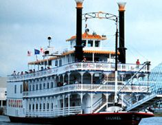 The Colonel can accommodate everything from small groups of 50 to large groups of 750. Group rates are available for small parties and full-boat charters. Catering is available for hors d'oeuvres receptions and full-seated dinner parties.