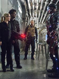 Arrow 4x06 - Team Arrow & Ray Palmer Supergirl 2015, Supergirl And Flash, Arrow Season 4, Ray Palmer, Stephen Amell Arrow, Team Arrow, Black Lightning, Batwoman, Green Arrow