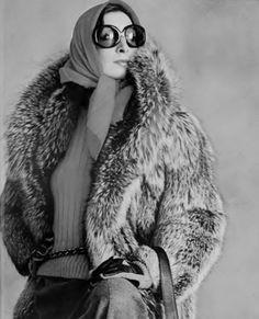 deshistoiresdemode: Anjelica Huston photographed by Irving Penn, October 1972.