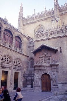 Royal Chapel of Granada - Wikipedia, the free encyclopedia Spain History, Places In Spain, Virtual Travel, Granada Spain, Grenade, Religious Architecture, Southern Europe, Summer Photography, Spain And Portugal