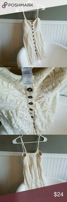 NWOT Bo-ho Lace Dress! Selling a NWOT Bo-ho Lace Dress! This dress is above the knee, padded in breast area and lined. Beautiful dress for the season! Small in size and ready to show off! Dresses Mini