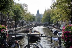 Amsterdam Canal Tour: Experience the city from the water Amsterdam Sights, Amsterdam Attractions, Amsterdam Canals, I Amsterdam, Amsterdam Travel, Time Travel, Places To Travel, Anne Frank House, Van Gogh Museum