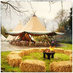 Best party decoracion boho inspiration Ideas - Lilly is Love Boho Garden Party, Village Fete, White Bridal Shower, Festival Wedding, Festival Party, Barn Parties, Boho Inspiration, Reception Party, Tent Wedding