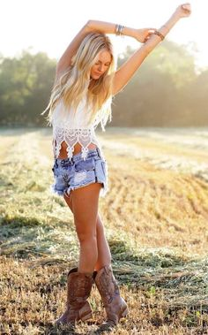 Love this look for summer ..laid back and relaxed look and my fave in cowboy boots♥