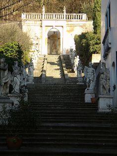 La scalinata  #TuscanyAgriturismoGiratola