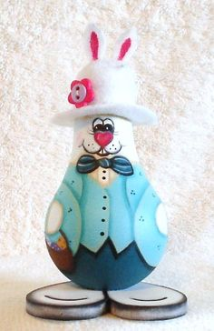 Easter bunny painted lightbulb easter decoration by giftshop Decor Crafts, Fun Crafts, Diy And Crafts, Arts And Crafts, Recycled Light Bulbs, Painted Light Bulbs, Light Bulb Art, Light Bulb Crafts, Spring Crafts