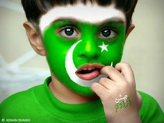 Display of Pakistani flags by Soldiers, Children and Youth. Pakistan flag on, aircraft, cars, bicycles and motorcycles during Independence Day celebrations. Happy Independence Day Pakistan, Happy Independence Day Images, America Independence, Pakistan 14 August, Pakistan Day, 14 August Images, August Pictures, Green And White Flag, Pakistan Wallpaper