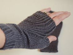 Straightforward Mitts by Simone Draeger  free knitting pattern