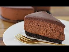 New no-bake cheesecake recipe and for this time: No-bake chocolate cheesecake (without gelatin). This cake is super creamy, rich, chocolaty, delicate and very easy to make. Special cheesecake recipe for chocolate lovers. No Bake Blueberry Cheesecake, Mango Cheesecake, Baked Cheesecake Recipe, Keto Cheesecake, No Bake Chocolate Desserts, No Bake Chocolate Cheesecake, Chocolate Recipes, Chocolate Lovers, Chocolate Cake