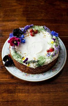 Spiced Honey Cake with Cream Cheese Frosting Recipe - . Informations About Spiced Honey Cake with Cream Cheese Frosting Recipe Pin You can easily use my p - Food Cakes, Cupcake Cakes, Cake Cookies, Bolo Vegan, Vegan Cake, Cake With Cream Cheese, Cream Cheese Frosting, Vegan Frosting, Cream Cake