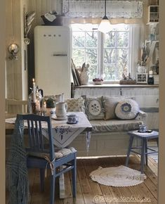 Beach Cottage Decor, Cozy Cottage, Shabby Cottage, Cozy House, Cleveland House, Scandinavian Home Interiors, Shabby Home, Cabins And Cottages, Farmhouse Design