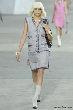 Paris Fashion Week: Chanel Spring/Summer 2014 - http://qpmodels.com/interesting/3482-paris-fashion-week-chanel-spring-summer-2014.html