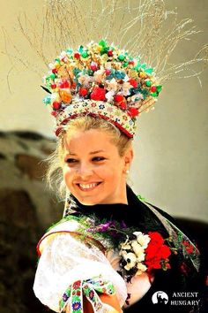 Indigenous Tribes, Hungarian Embroidery, Country Women, Folk Costume, Budapest Hungary, Interesting Faces, Traditional Outfits, Embroidery Patterns, Folk Art
