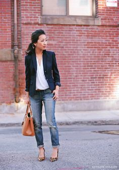 Back to basics: navy blazer, cuffed jeans + printed pumps