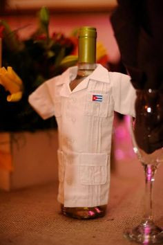 Dressed up wine bottle in guayabera! 50th Birthday Favors, 90th Birthday Parties, Birthday Celebration, Cuban Party Theme, Havana Nights Party Theme, Caribbean Theme Party, Havanna Party, Creative Party Ideas, Tropical Party
