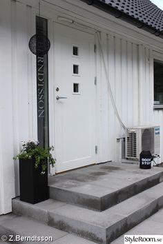 trappa entre inspiration - Sök på Google Garden Entrance, Door Canopy, Front Steps, Front Entrances, Outdoor Living, Outdoor Decor, Big Houses, Stairways, New Homes