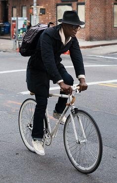 Street Style Photographs by FashionBeans: Anonymous Urban Cycling, Urban Bike, Cycle Chic, Bike Style, Men's Style, Best Mens Fashion, Man Fashion, Hipster Man, Moda Casual
