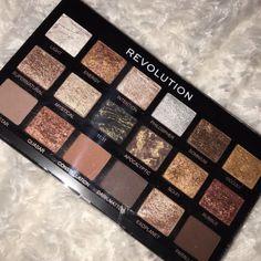 Revolution eyeshadow palette - Makeup and beauty - Make Up İdeas Makeup Box, Cute Makeup, Gorgeous Makeup, Pretty Makeup, Makeup Brush Set, Skin Makeup, Makeup Inspo, Eyeshadow Makeup, Makeup Cosmetics
