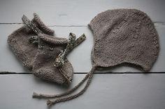 """Chaussons Bailleul & bonnet péruvien jersey du  """"Rêve de bébé...à la droguerie""""  Alpaga falaise (couleur à tomber!), biais Adeladja taupe (trop beau) chez la droguerie"""