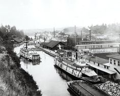 1888 Oregon City: Steamers traveling through the Willamette Locks. Oregon City, Oregon Trail, Oregon Coast, Portland Oregon, Old Pictures, Old Photos, River Pictures, Vintage Photos, Funny Pictures