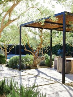 Pergola Modernas Parques - Outdoor Pergola Design - Pergola Patio Ideas Videos - Lean Pergola With Roof - Pergola DIY Videos How To Make Diy Pergola, Metal Pergola, Pergola Shade, Pergola Ideas, Pergola Roof, White Pergola, Corner Pergola, Modern Pergola, Metal Roof
