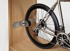 the vadolibero shelves are intended as both a stage for the bicycle and a smart organizer, with designs that can easily fit in any home. Diy Bike Rack, Bike Hanger, Bicycle Rack, Bike And Kayak Storage, Bicycle Storage, Bike Storage Furniture, Bicycle Wall Mount, Pimp Your Bike, Range Velo