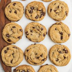 Learn how to make the best chocolate chip cookies that just so happen to be vegan. Theyre perfectly chocolatey soft & chewy easy to make and dont require any funky ingredients. - Chocolate Chip - Ideas of Chocolate Chip Vegan Treats, Vegan Desserts, Vegan Recipes, Cookies Vegan, Lactose Free Desserts, Dairy Free Cookies, Easy Desserts, Italian Recipes, Macaroons