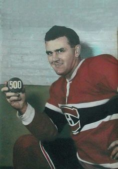 Legendary picture of Maurice Richard with a 500 puck for his goal celebration. Montreal Canadiens, Basketball Uniforms, Hockey Teams, Buy Basketball, Nhl, Maurice Richard, Hockey Hall Of Fame, Basketball Schedule, Legendary Pictures