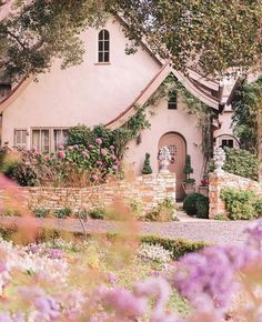 If Valentine's Day was an exterior 💕 Gorgeous photo by ! Cottage In The Woods, Cozy Cottage, Cottage Homes, Cottage House Designs, Beautiful Homes, Beautiful Places, House Beautiful, Fairytale Cottage, Decoration Inspiration