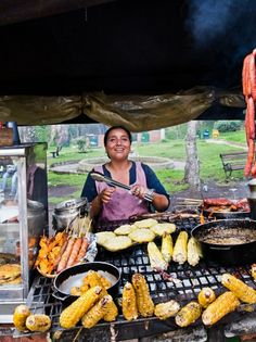Colombia's street food staples, including arepas and corn on the cob, are served piping hot at Enrique Olaya Herrera National Park. Colombian Dishes, Colombian Cuisine, Columbia Food, Hamburger, Comida Latina, Exotic Fruit, Food Staples, Food Truck, Restaurant