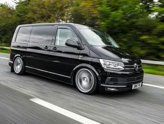 """Acquire terrific ideas on """"mini vans"""". They are actually offered for you on our site. Vw Transporter Camper, Car Camper, Vw Caravelle, T2 T3, Camper Van Conversion Diy, Car Volkswagen, Cool Vans, Van Camping, Busse"""