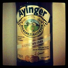 Ayinger Brau-Weisse #unabirraalgiorno / Stile German Hefeweizen, Germania. Colore chiaro, torbida, aroma di frutta, fruzzante e rinfrescante, ideale con antipasti e pesce. Alc. 5,1%