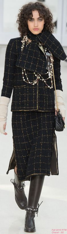Fall 2016 Ready-to-Wear Chanel - EE