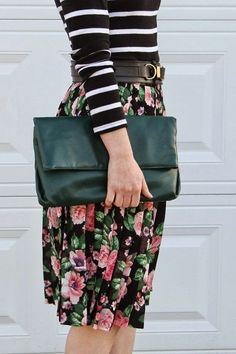 Cute outfit: midi skirt, oversized clutch, Old Navy striped top, vintage floral skirt from Volunteers of America Fashion Mode, Modest Fashion, Style Fashion, Emo Fashion, Mélanger Les Impressions, Vintage Mode, Top Vintage, Vintage Floral, Looks Street Style