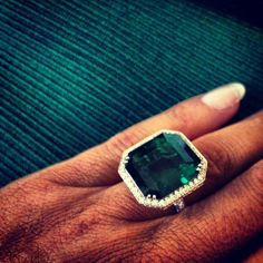 Melania Trump's emerald ring. Both the design and colour is gorgeous!